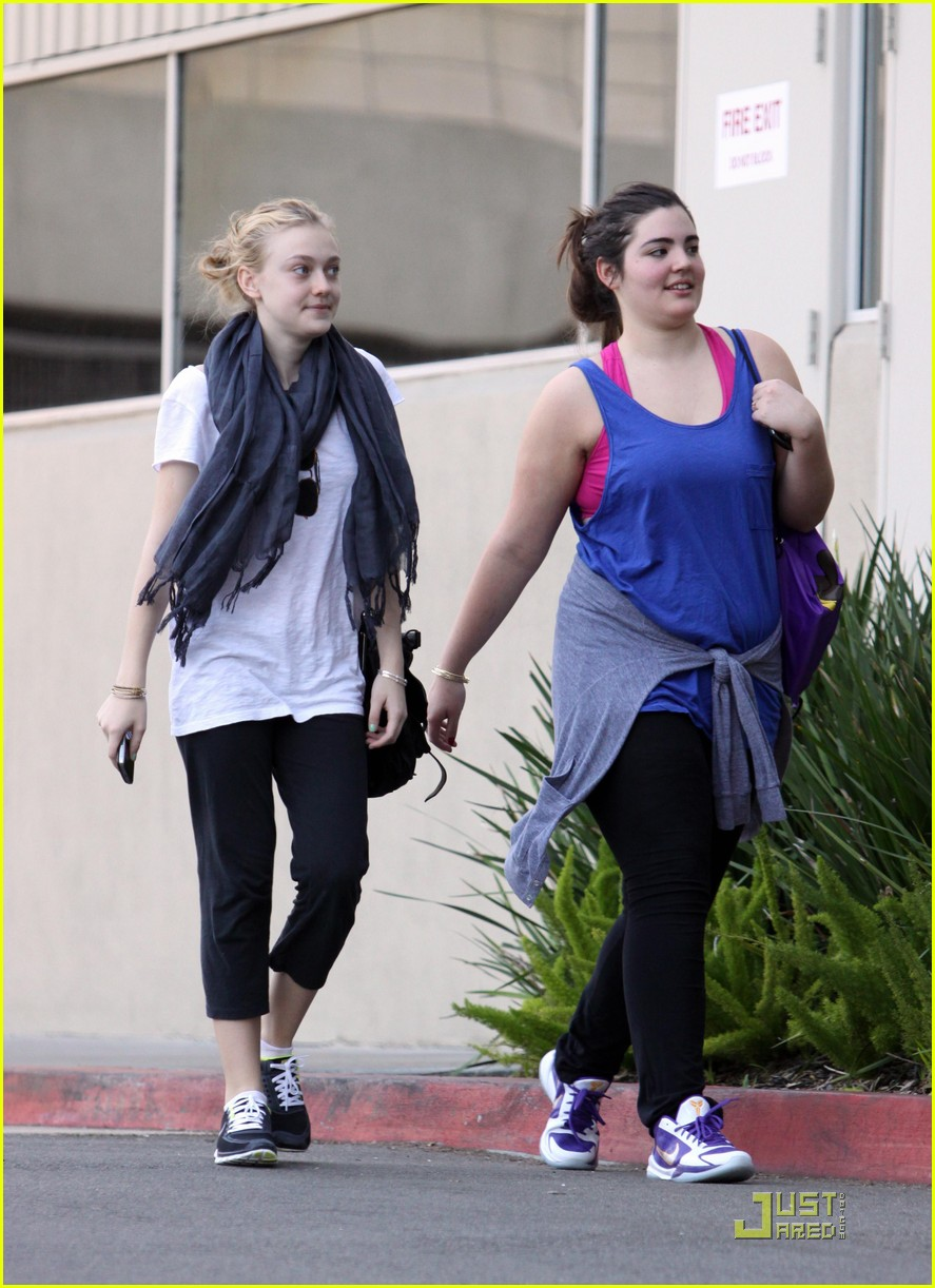 dakota fanning workout queen 05
