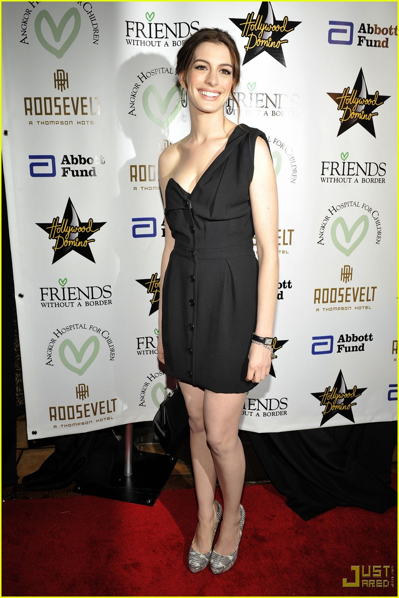 anne hathaway friends without a border 09
