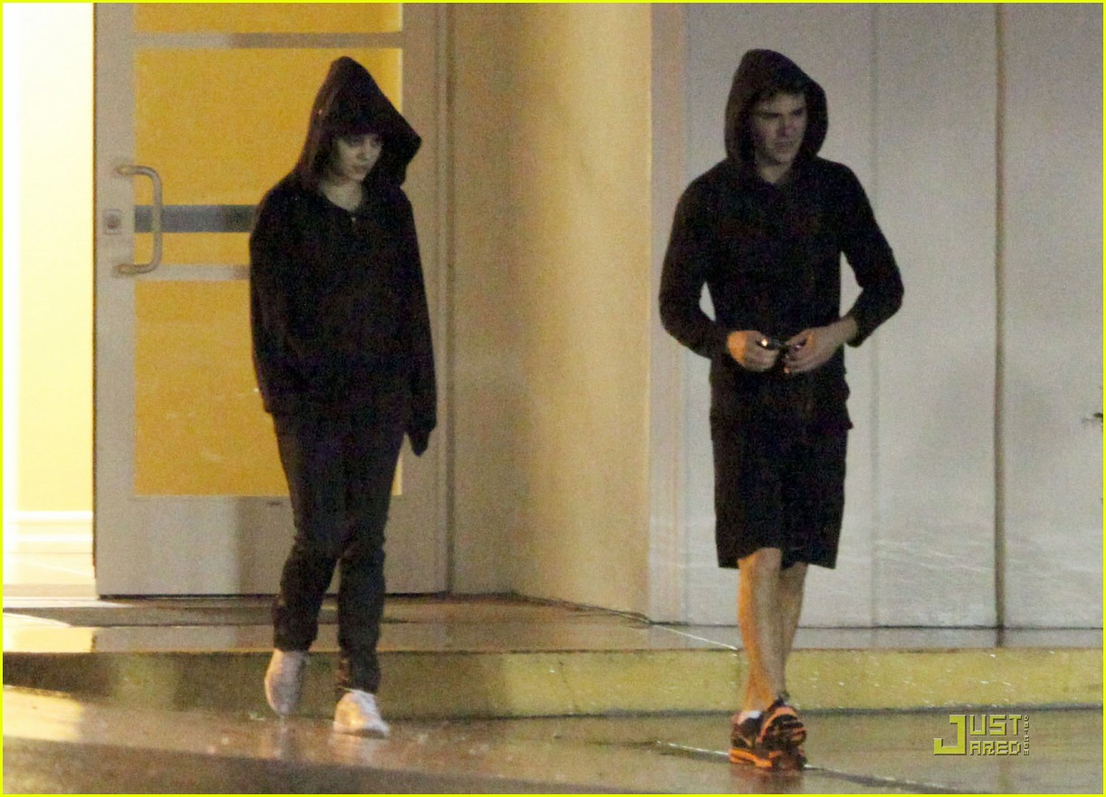 vanessa hudgens zac efron black out 012401527