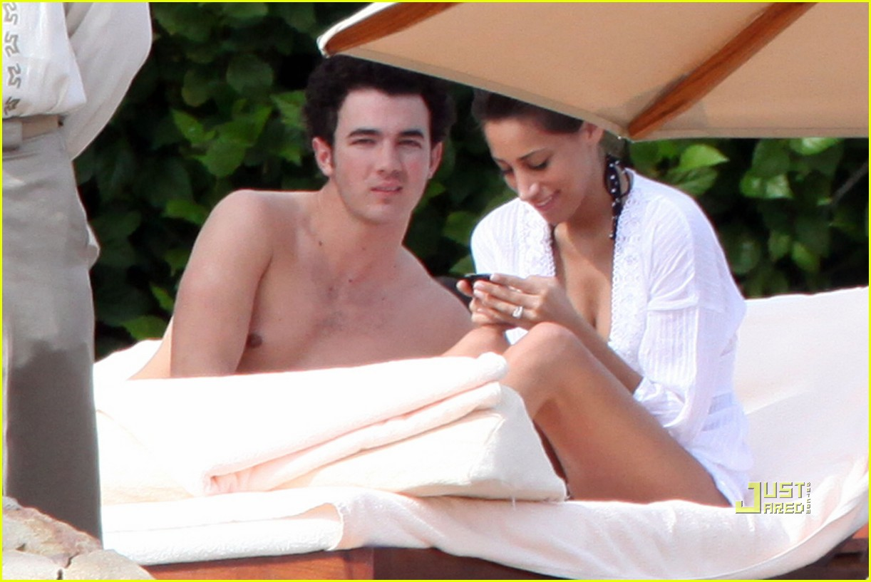 kevin jonas honeymoon mexico 022403328