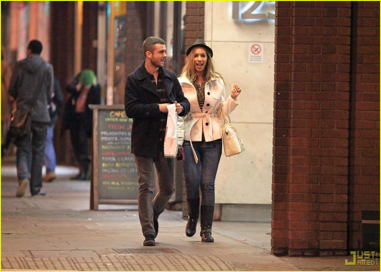 leona lewis christmas shopping heathrow airport 07
