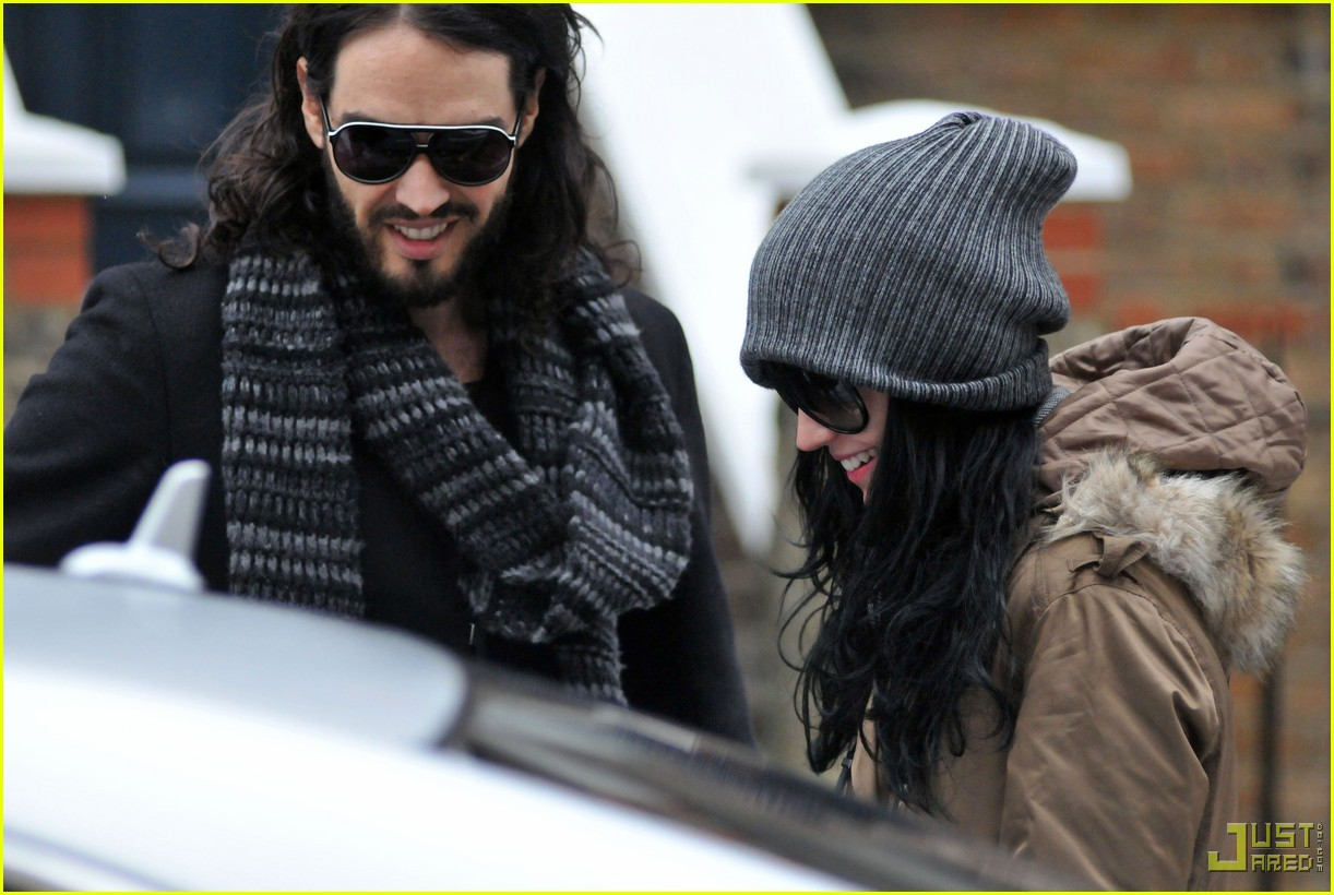 katy perry russell brand coffee cup hempstead 01