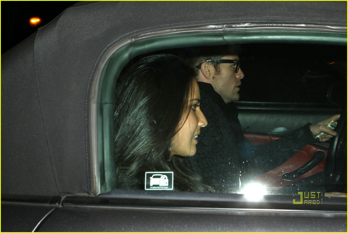 chris pine olivia munn couple 04