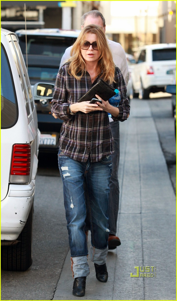 ellen pompeo airs out elbows 01
