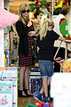 reese witherspoon jenny becs toy store 07