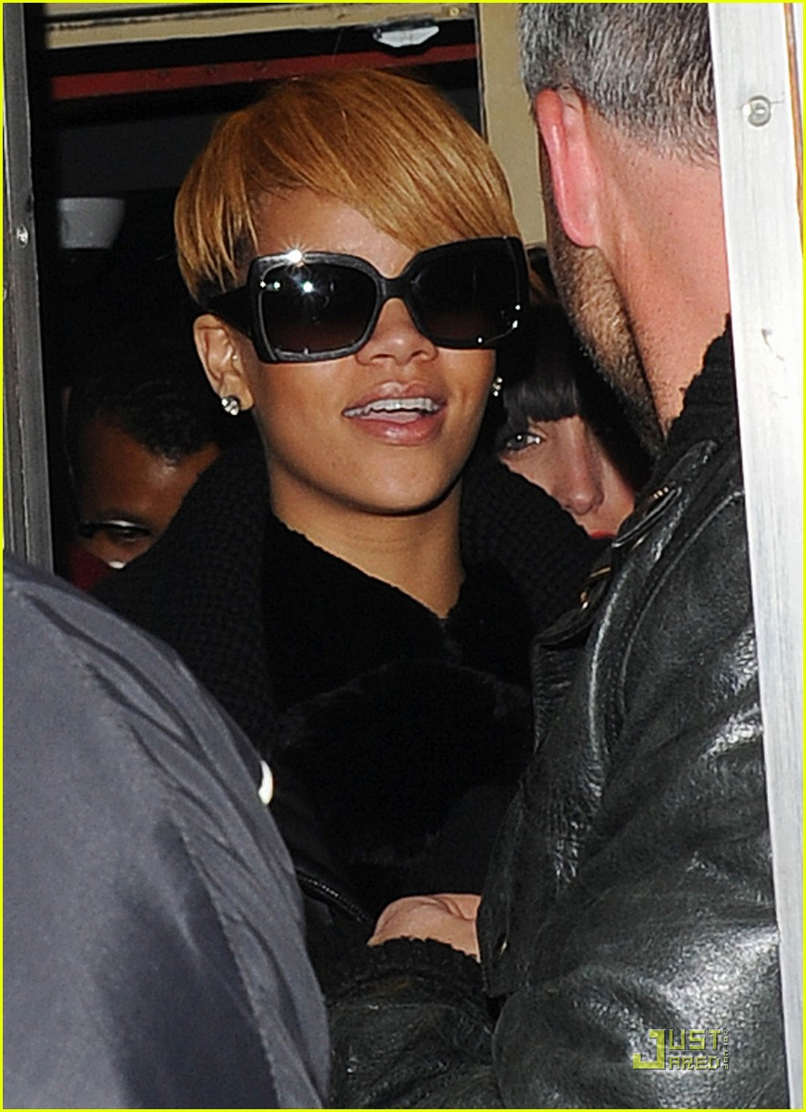 rihanna whisks into whisky 012402523
