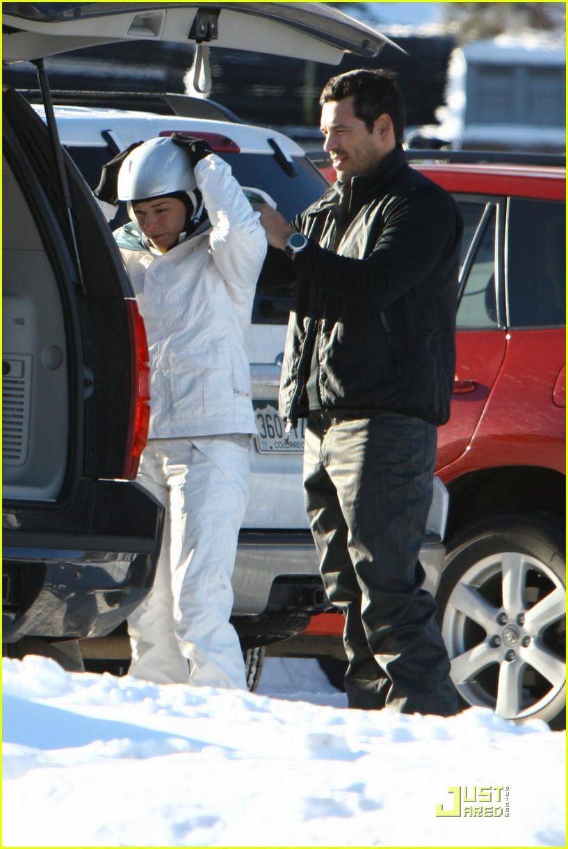 leann rimes eddie cibrian snowboarding sweethearts 012404552