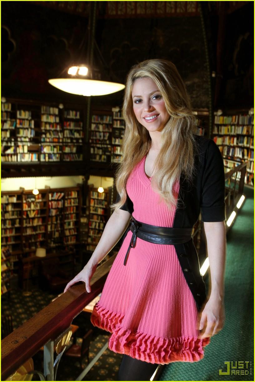 Full Sized Photo of shakira oxford university 01 | Photo ... Shakira