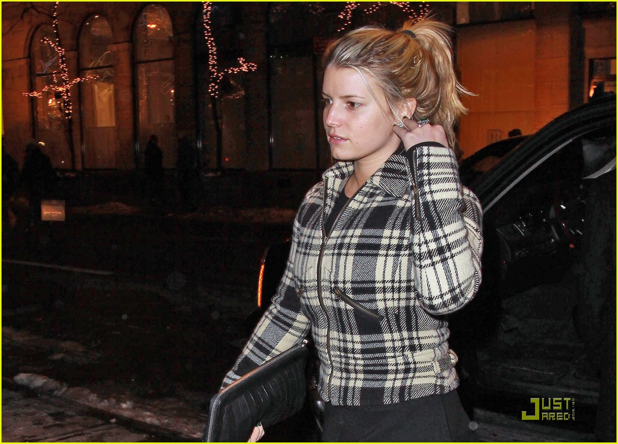 jessica simpson is pretty in plaid 07