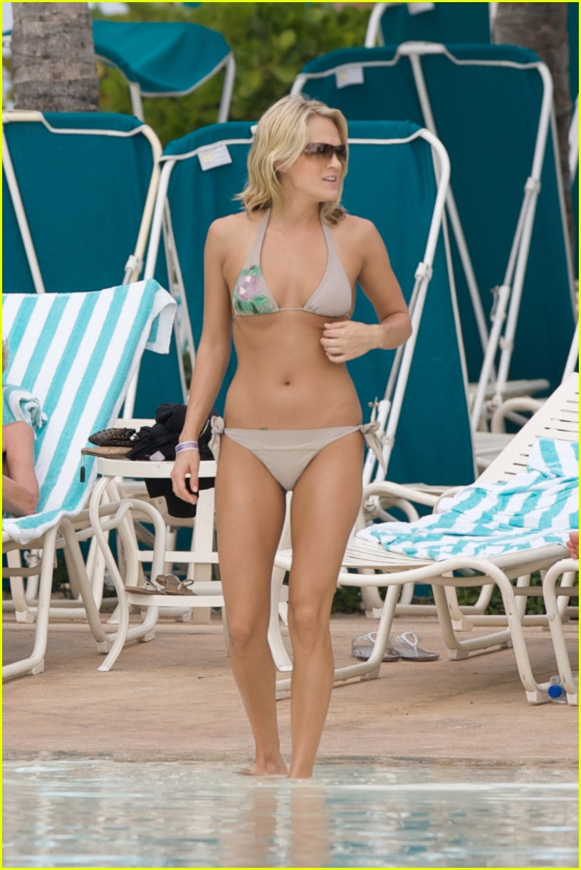 carrie underwood bikini beach bahamas 08