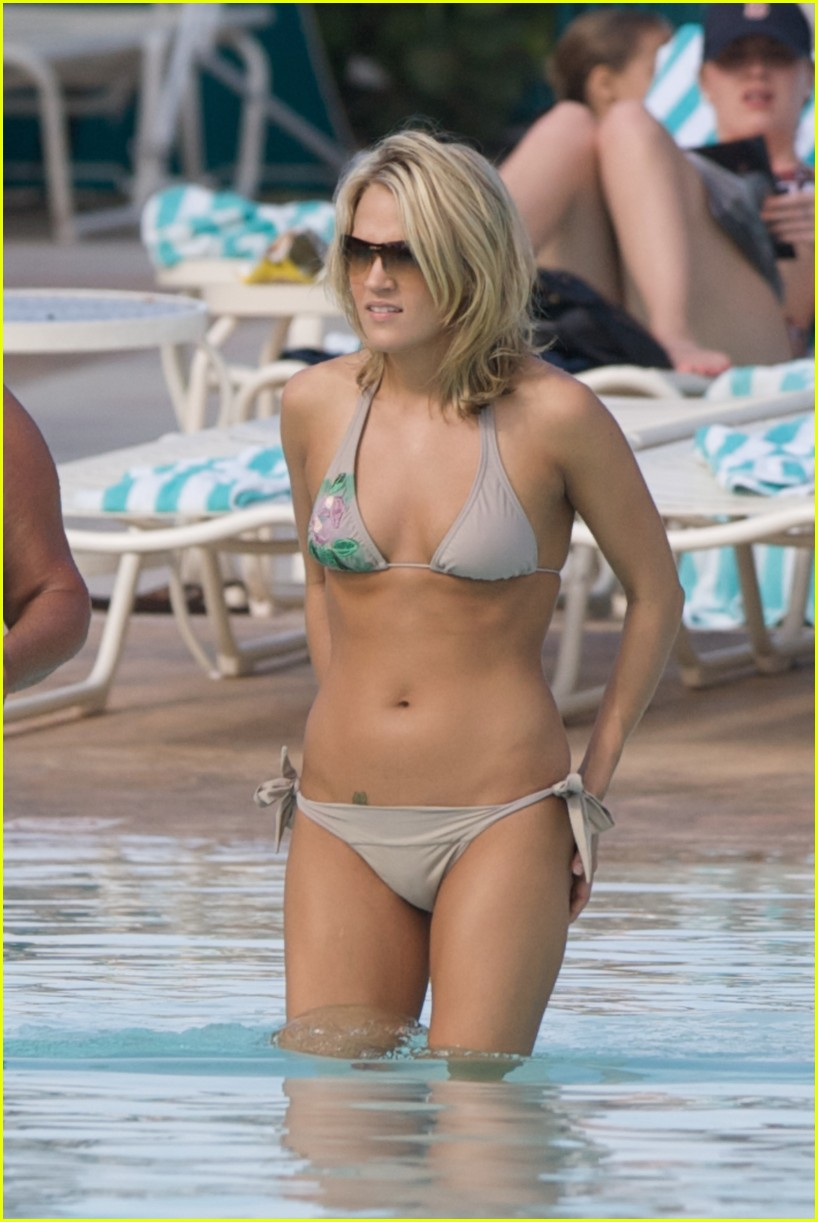 carrie underwood bikini beach bahamas 09