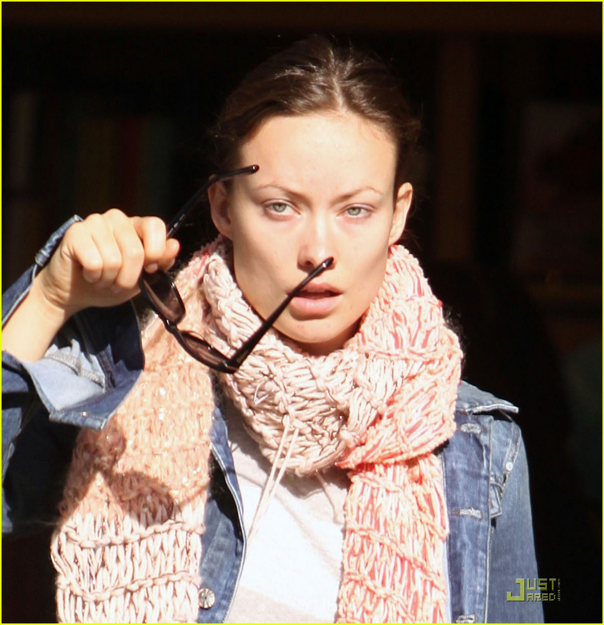 olivia wilde very merry christmas shopping 08