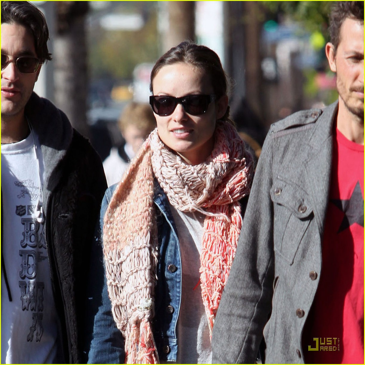 olivia wilde very merry christmas shopping 09