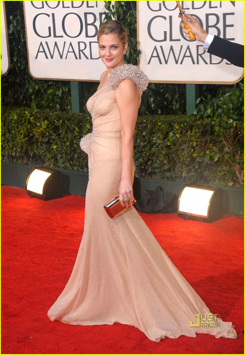 drew barrymore golden globes 2010 red carpet 02