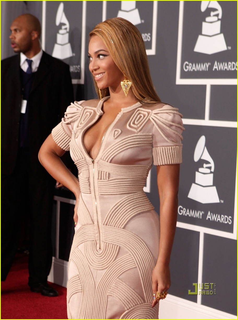 beyonce knowles grammy awards 2010 red carpet 042413046
