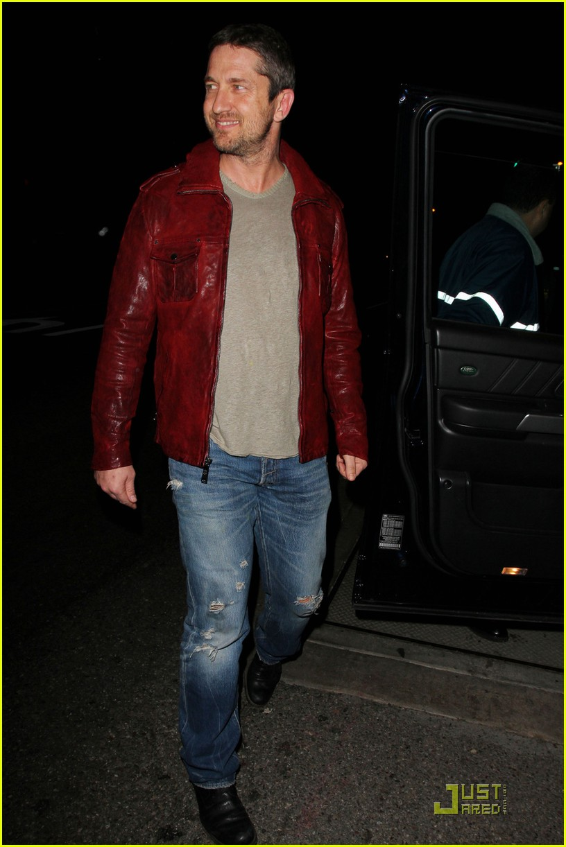 gerard butler cleared battery charges 01