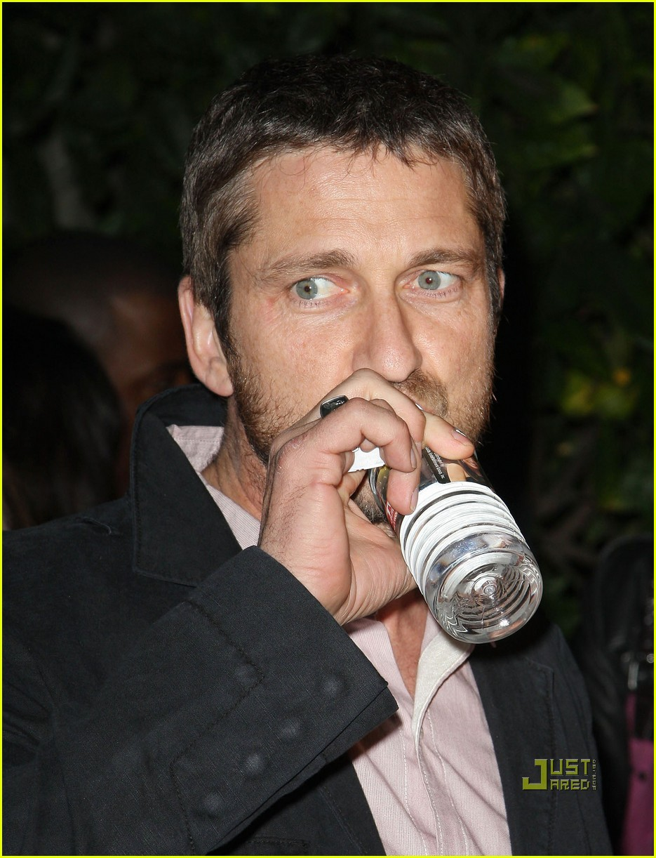 gerard butler artists for peace and justice 02