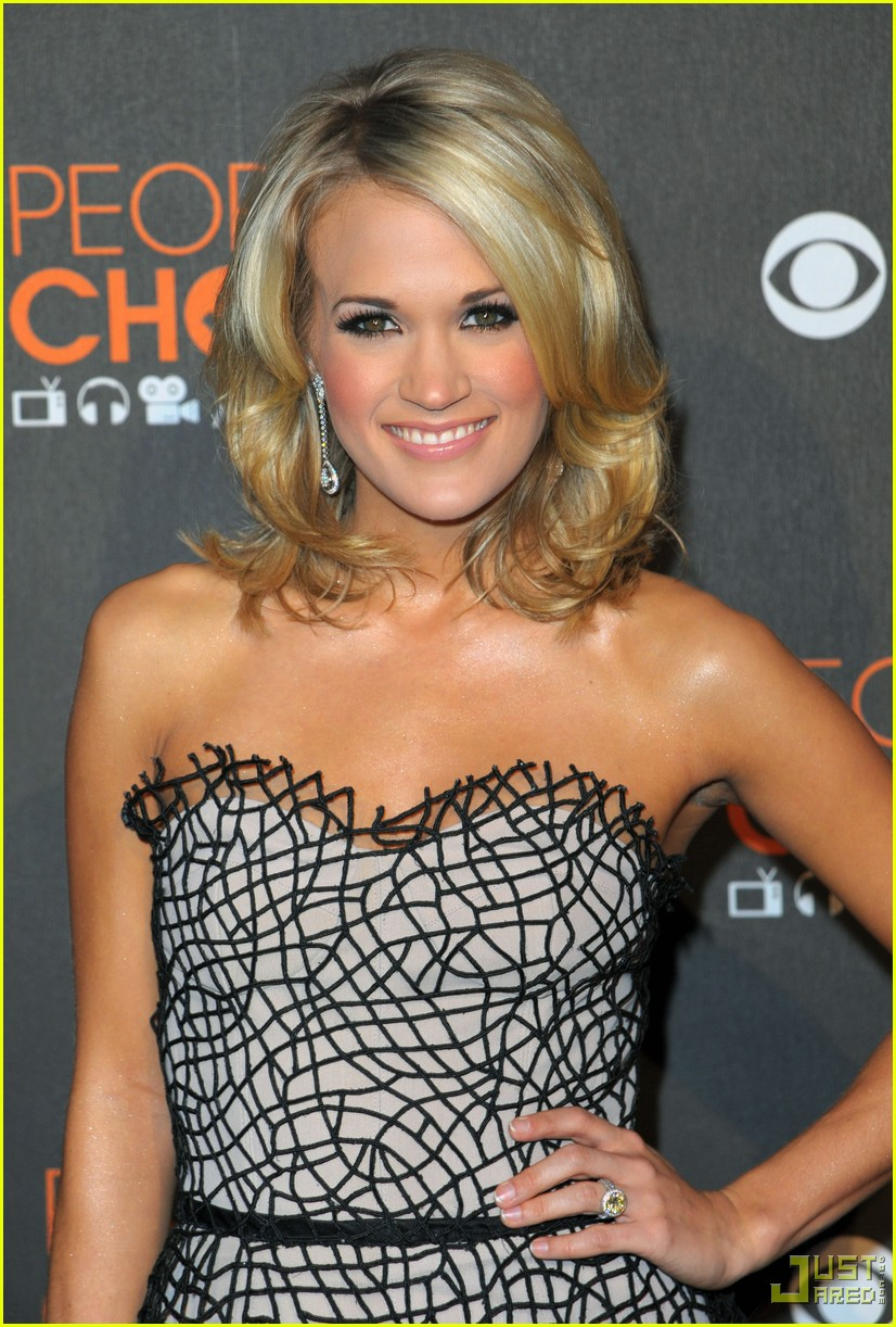 carrie underwood 2010 peoples choice awards red carpet 042406509