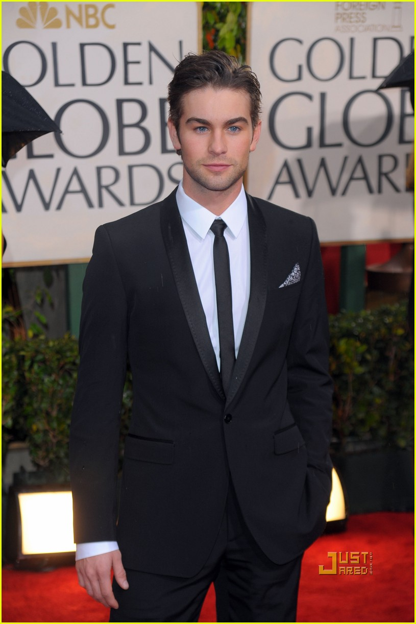 chace crawford 2010 golden globes red carpet 03