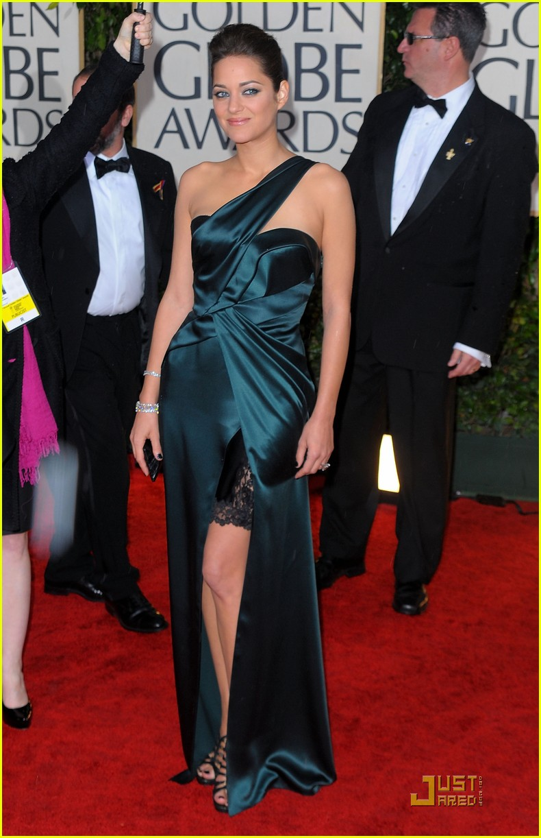 marion cotillard 2010 golden globe awards red carpet 03