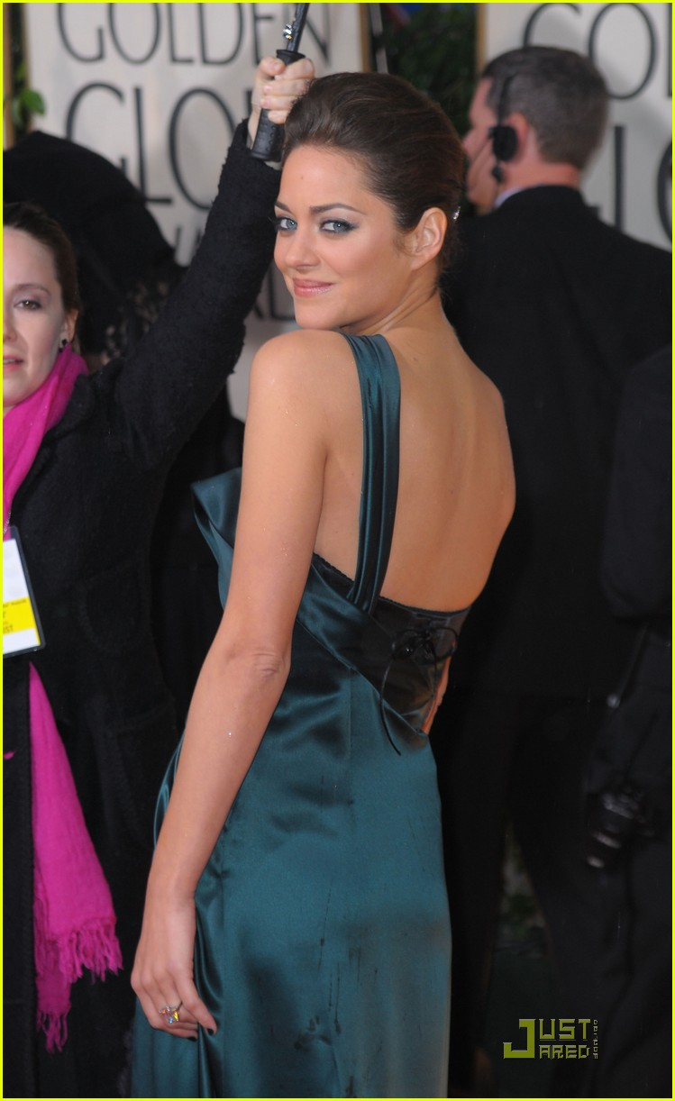 marion cotillard 2010 golden globe awards red carpet 04