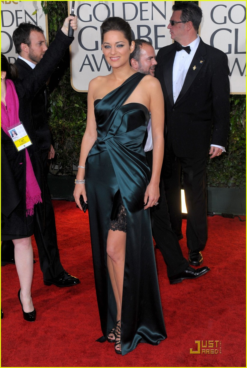 marion cotillard 2010 golden globe awards red carpet 06
