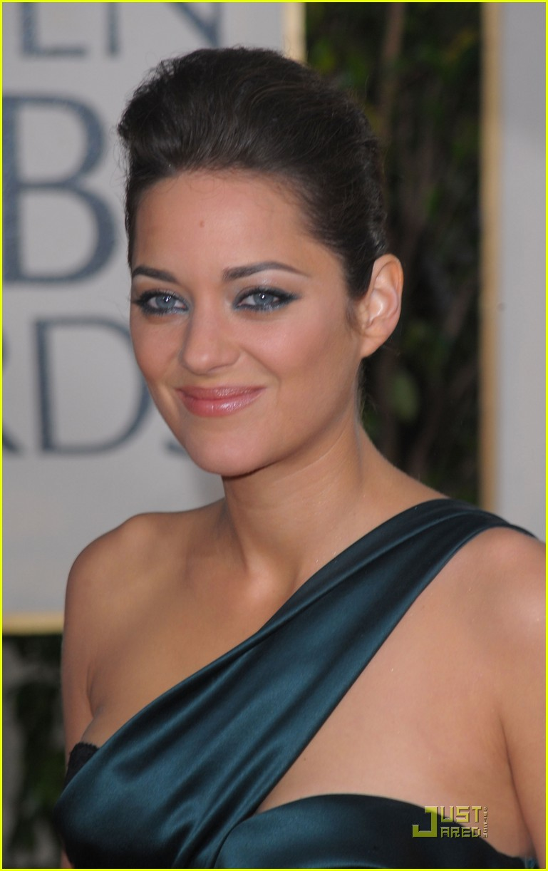 marion cotillard 2010 golden globe awards red carpet 07