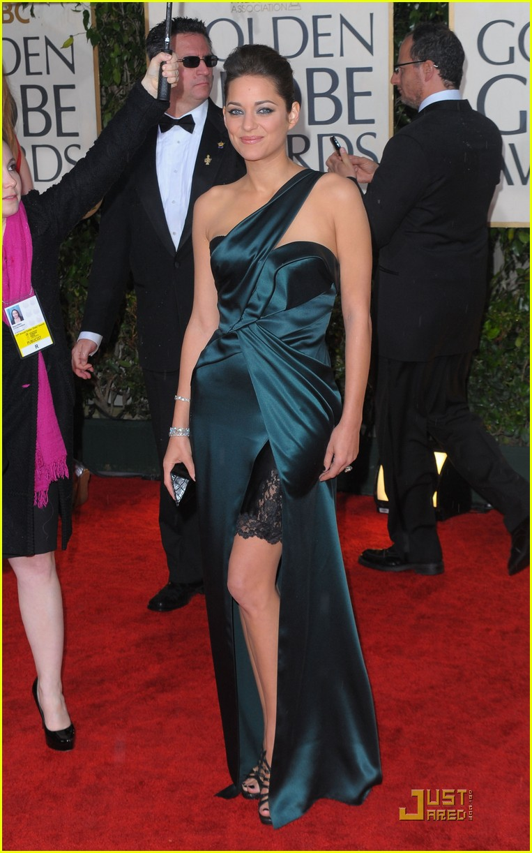 marion cotillard 2010 golden globe awards red carpet 12