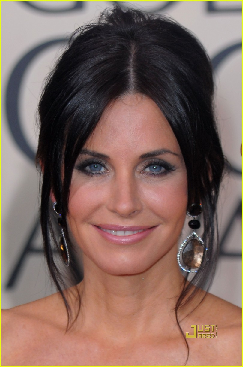 courteney cox 2010 golden globes red carpet 01