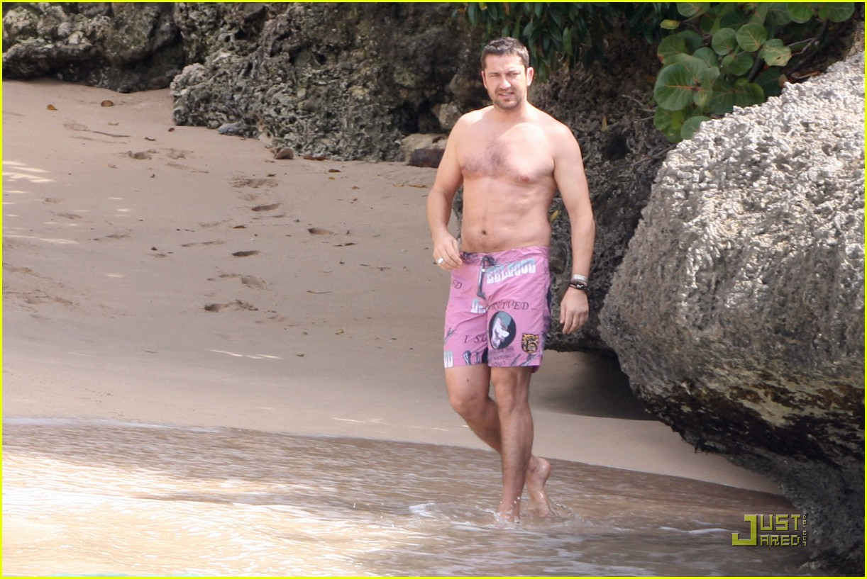 gerard butler shirtless barbados 06