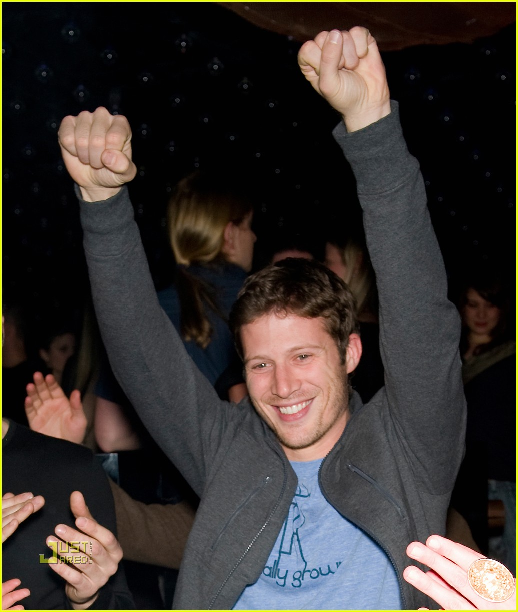 zach gilford parenthood