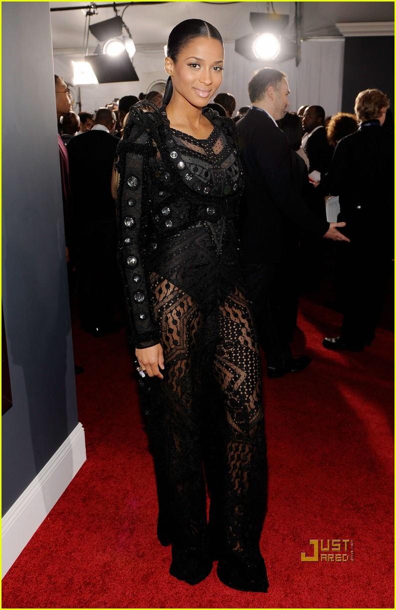 ciara 2010 grammy awards red carpet 04