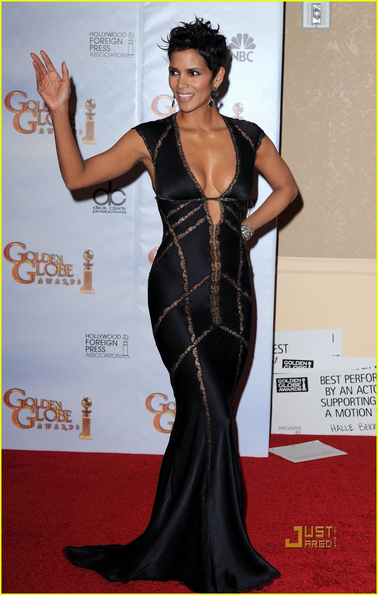 halle berry golden globes 2010 presenter 072409600