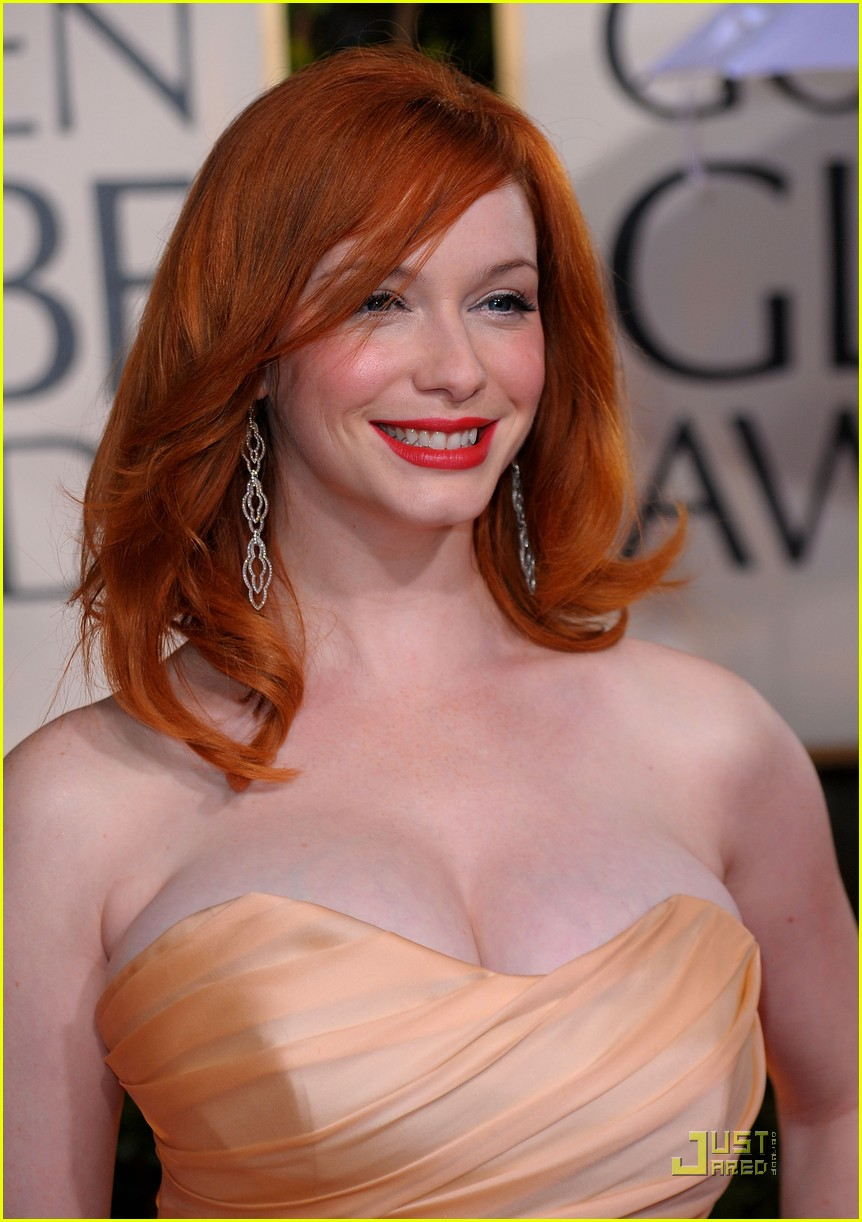christina hendricks 2010 golden globe awards red carpet 01