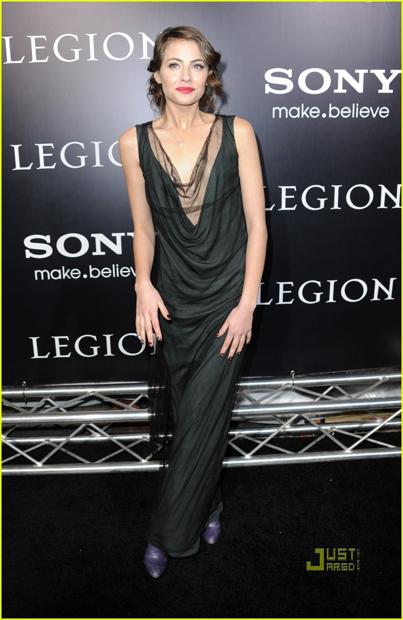 willa holland help haiti nails legion premiere 06