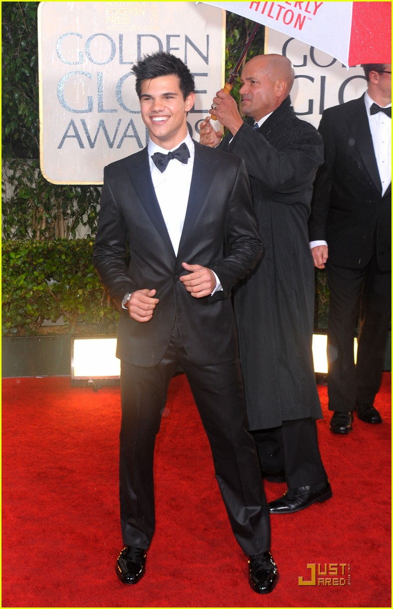taylor lautner golden globes 2010 02