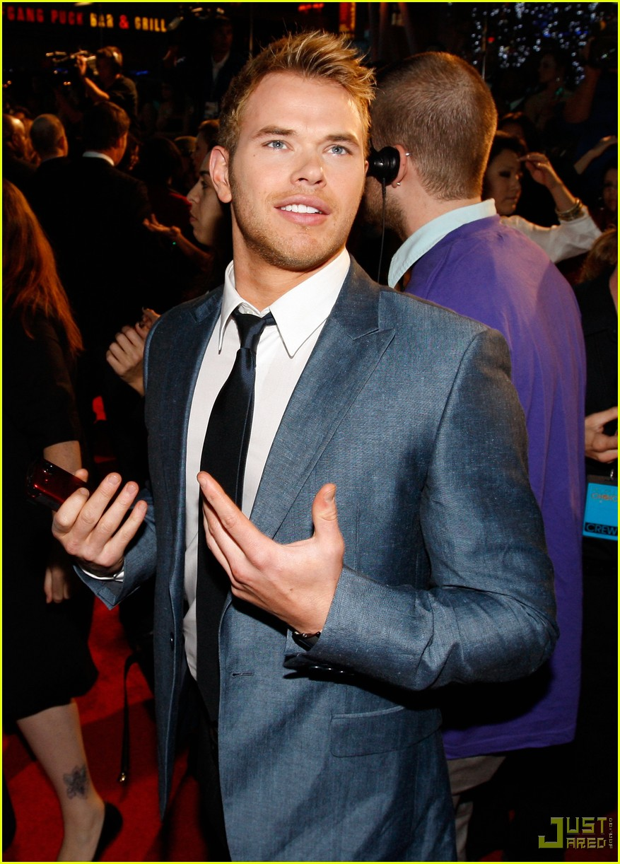 kellan lutz 2010 peoples choice awards red carpet 052406545