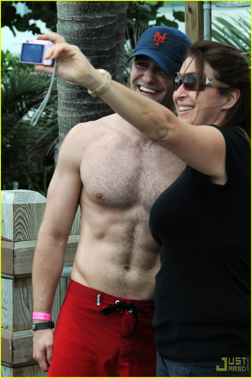 matthew morrison shirtless miami beach 02