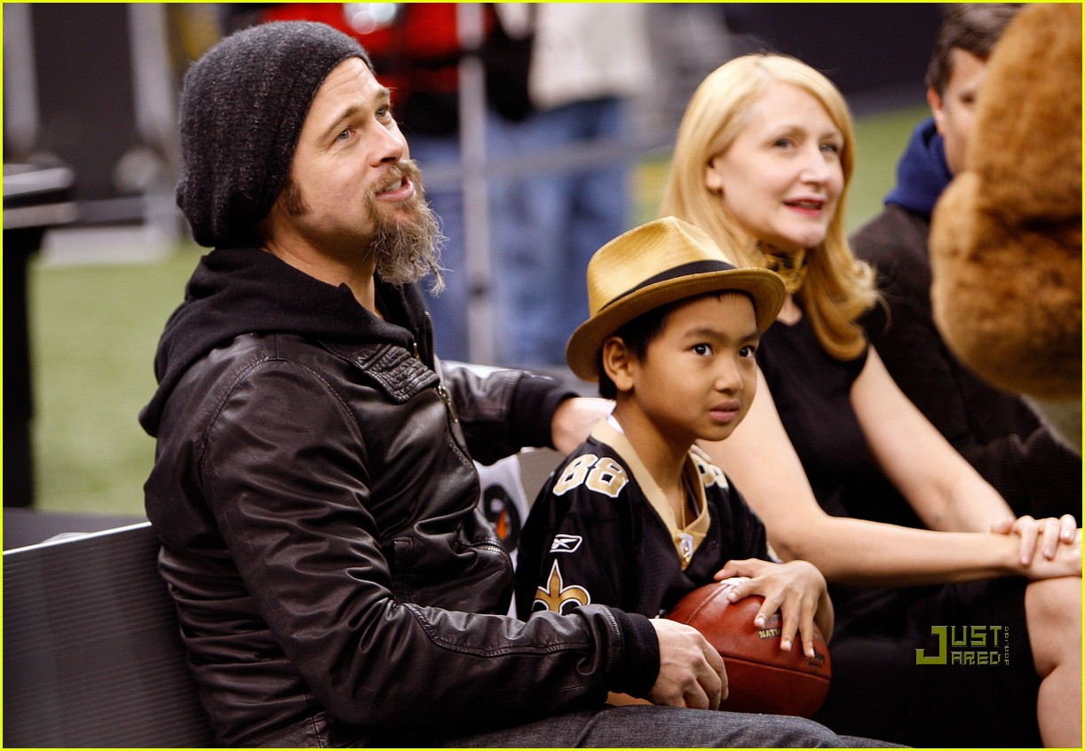 brad pitt maddox new orleans football game 052408828