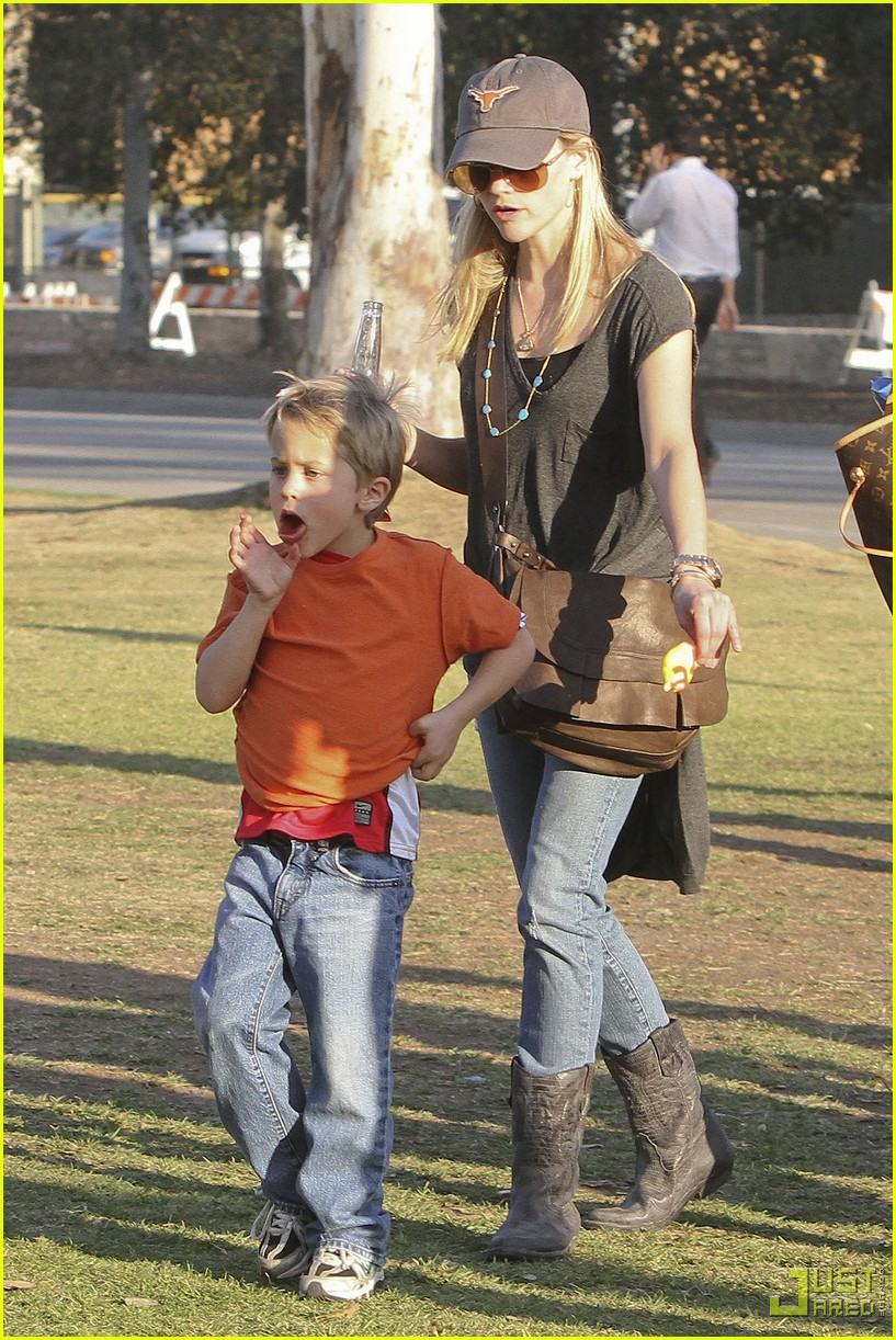 reese witherspoon deacon phillippe national championship game longhorns 032406953