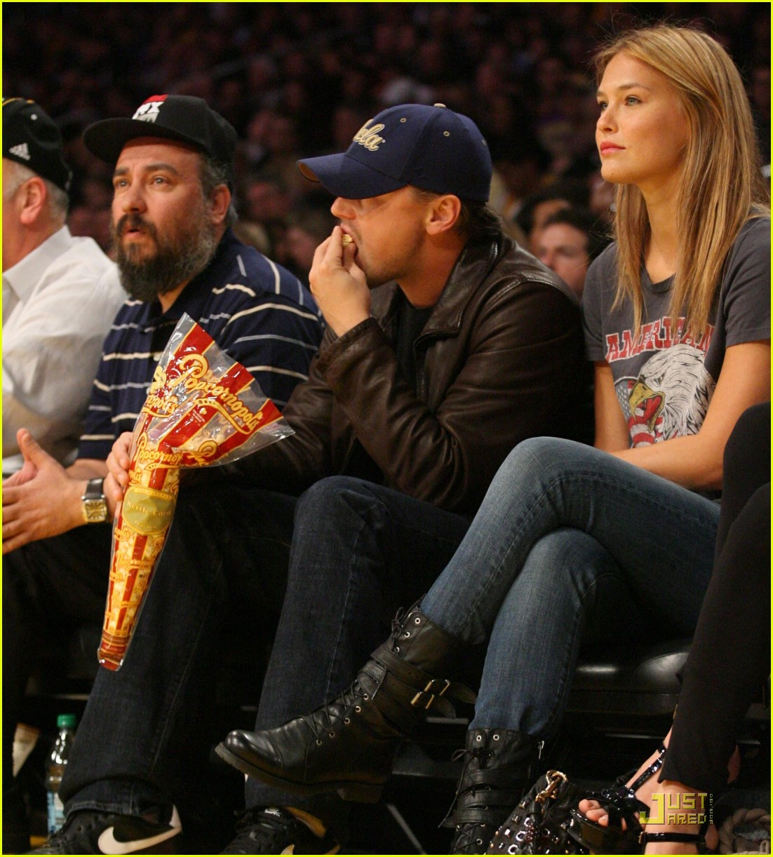 leonardo dicaprio bar refaeli lakers lovers 012410193