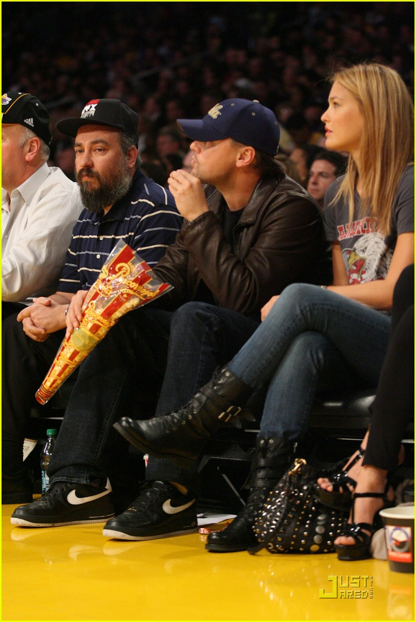 leonardo dicaprio bar refaeli lakers lovers 06