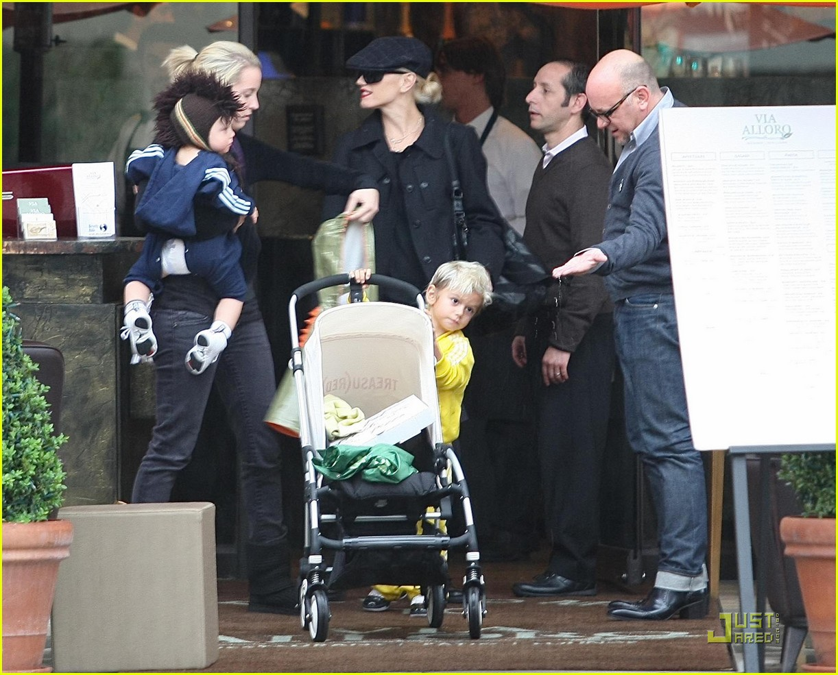 gwen stefani rossdale buying boys 06