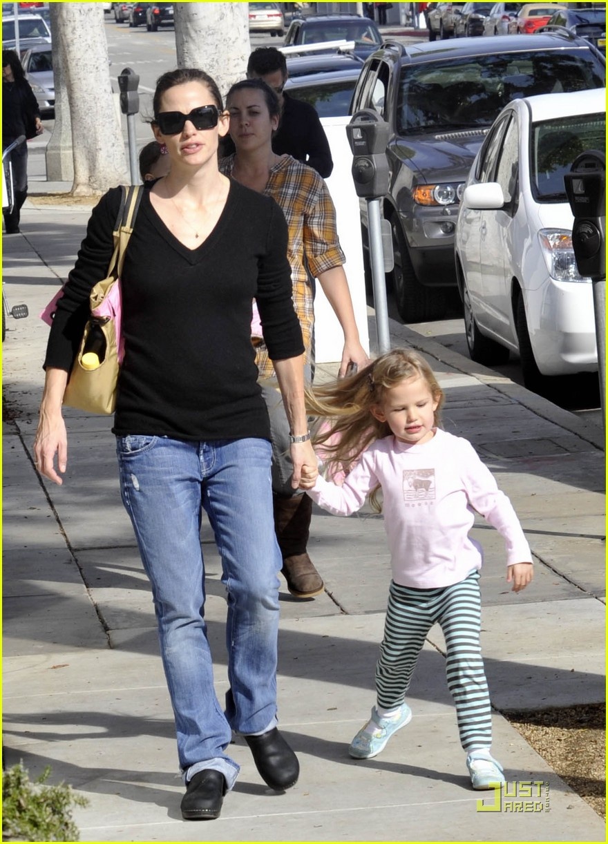 violet affleck mommy and me 032405313
