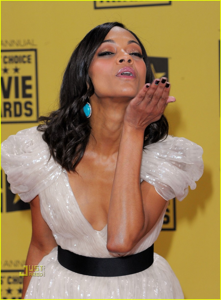 zoe saldana critics choice awards 2010 03