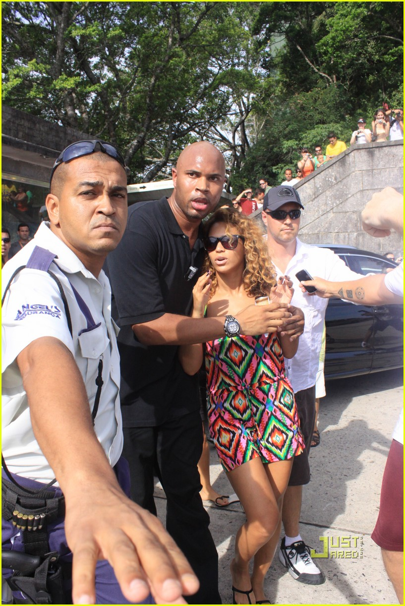 1e66bce148c Beyonce Visits Christ the Redeemer   Photo 2426909