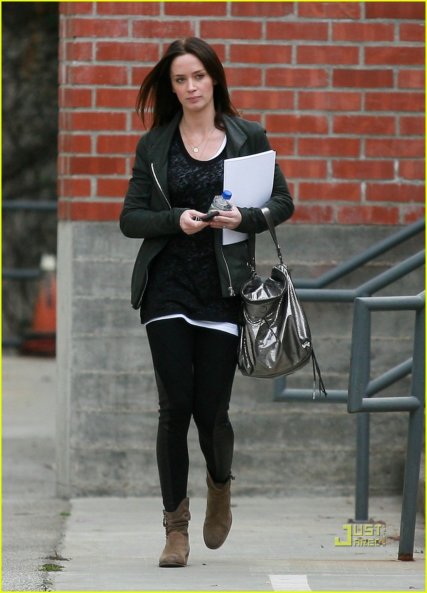 emily blunt 27th birthday work out meeting 07