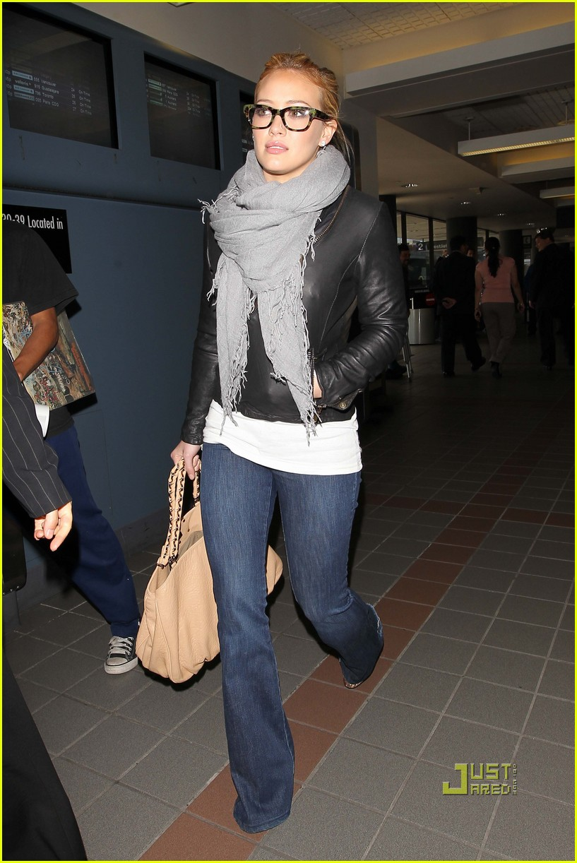 Full Sized Photo Of Hilary Duff Beauty And The Briefcase 05 Photo 2430372 Just Jared