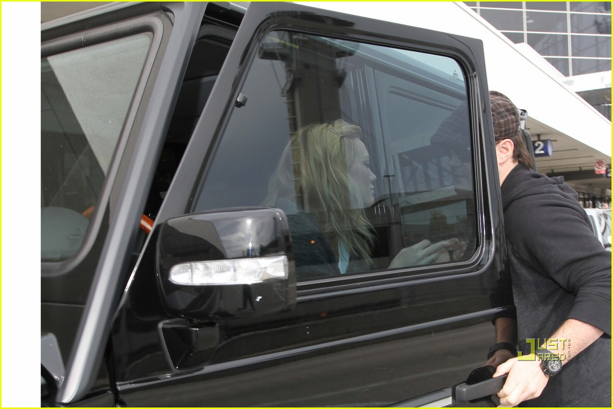 hilary duff mike comrie drop off 01