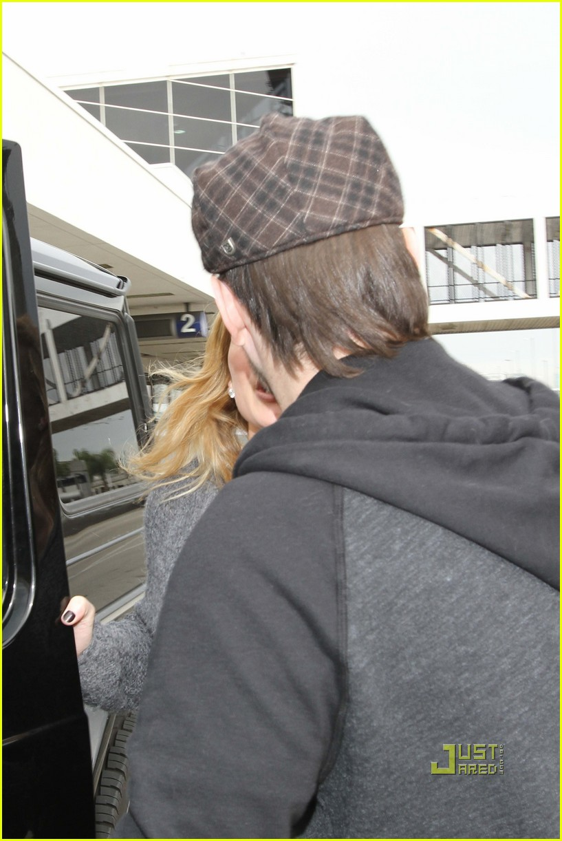 hilary duff mike comrie drop off 042429966